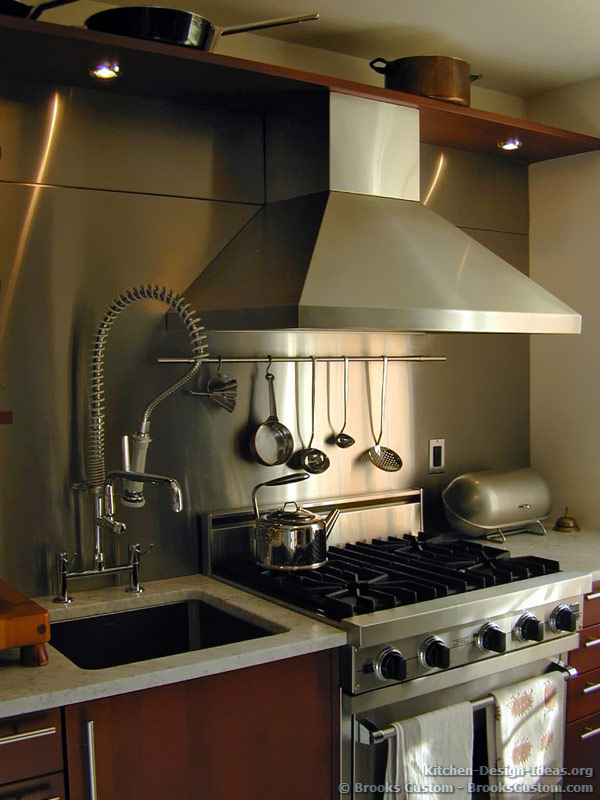 Stainless Steel Backsplash with a Hanging Rod for Utensils