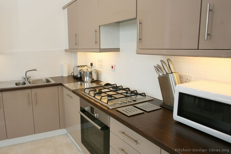 Pictures of Kitchens  Modern  Beige Kitchen Cabinets (Kitchen #1)