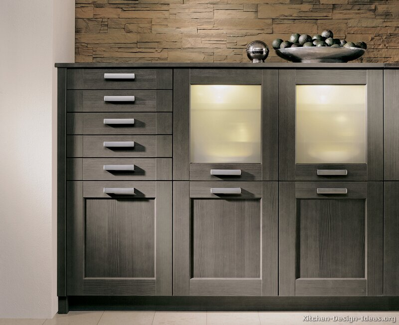 Modern grey kitchen cabinets for Grey wood kitchen cabinets