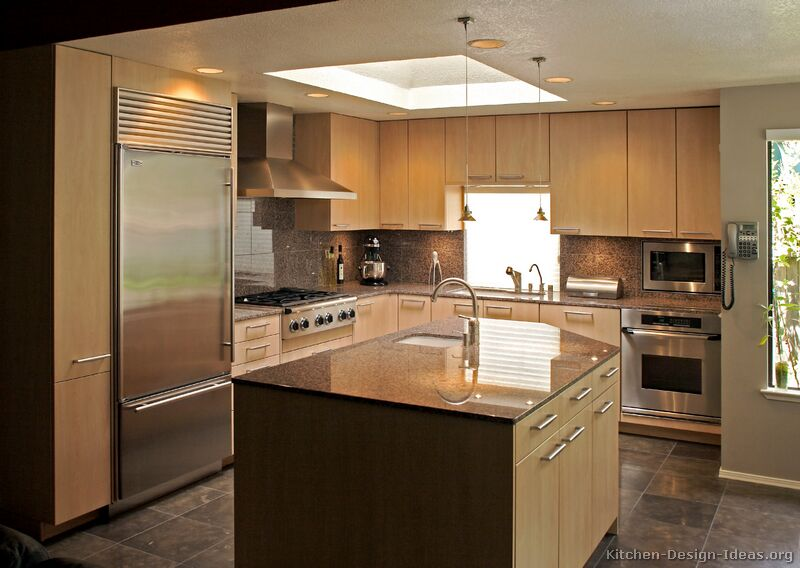 Modern light wood kitchen cabinets pictures design ideas for Modern kitchen lighting design