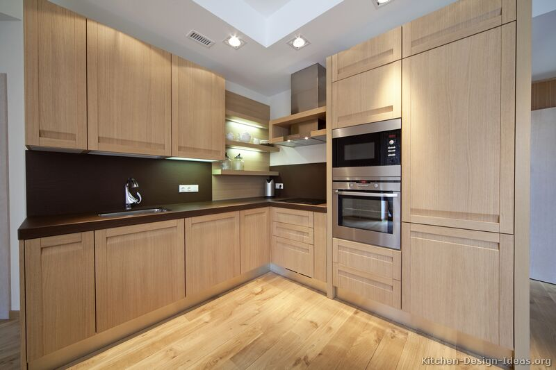 Light wood modern kitchen for Wood kitchen cabinets