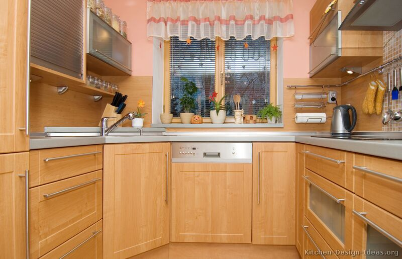 Modern light wood kitchen cabinets pictures design ideas Wood kitchen design gallery