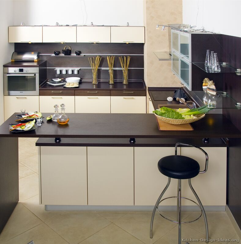 Contemporary Kitchen: Peninsula Kitchen Layout