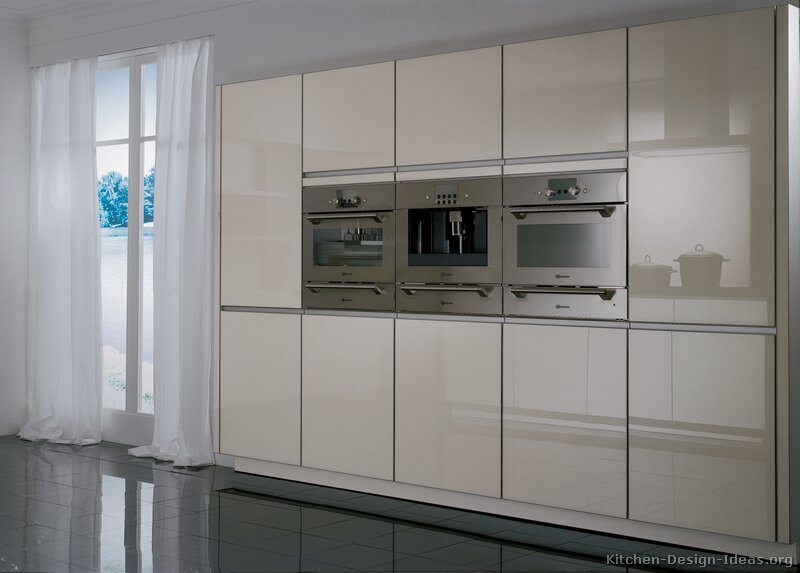 Pictures of Kitchens - Modern - Two-Tone Kitchen Cabinets (Kitchen #206)
