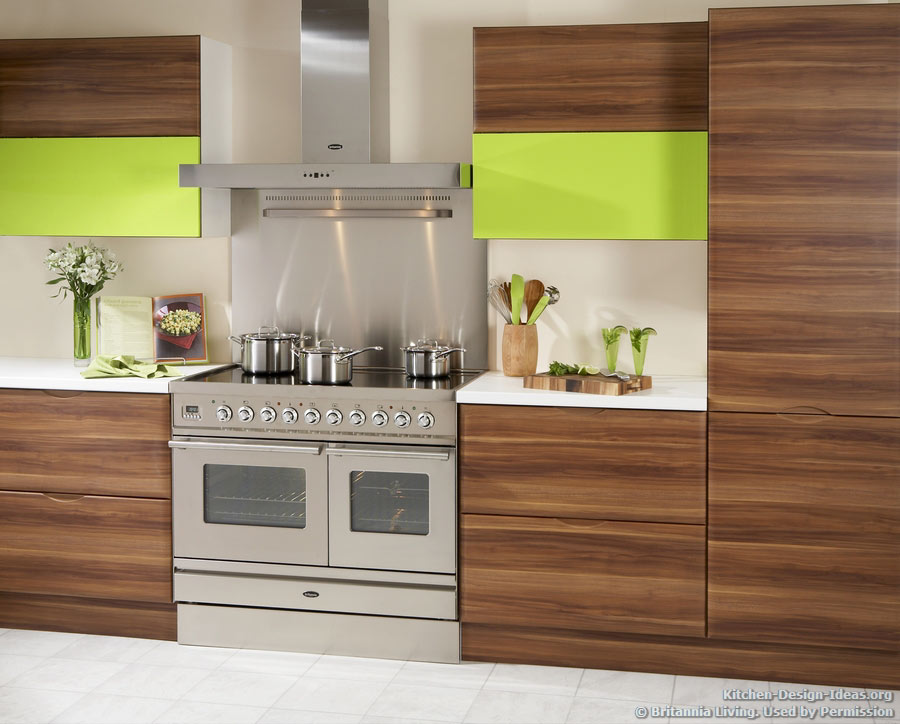 Kitchen decor trends for 2013 for Wood kitchen cabinets