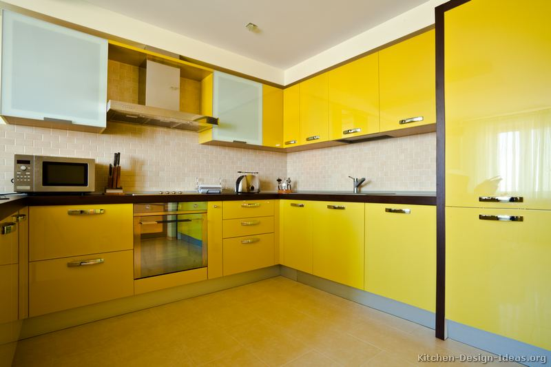 Interior design yellow kitchen for Modern yellow kitchen cabinets