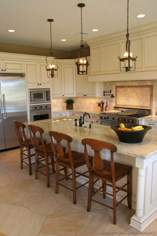 Pictures of kitchens traditional off white antique for Kitchen tradition