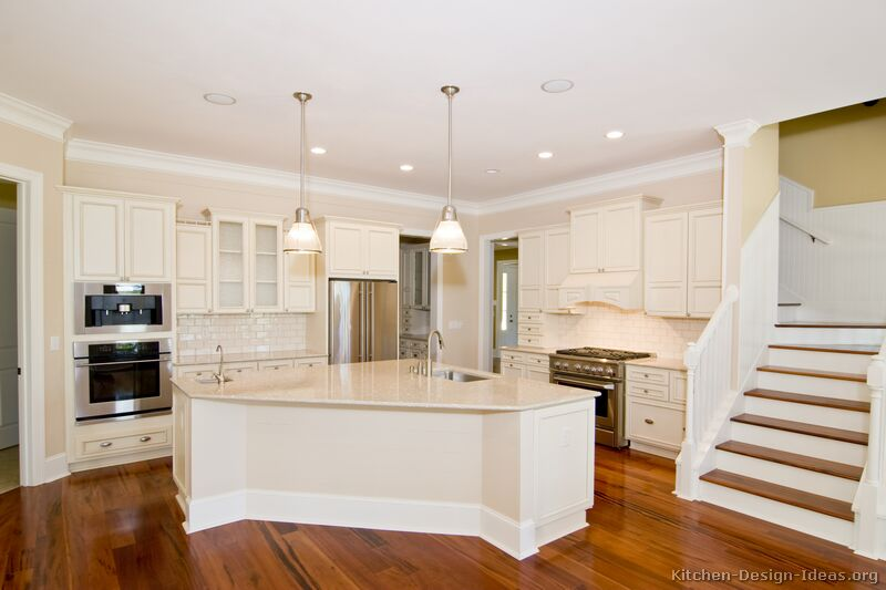 Early american kitchens pictures and design themes for Traditional white kitchen cabinets
