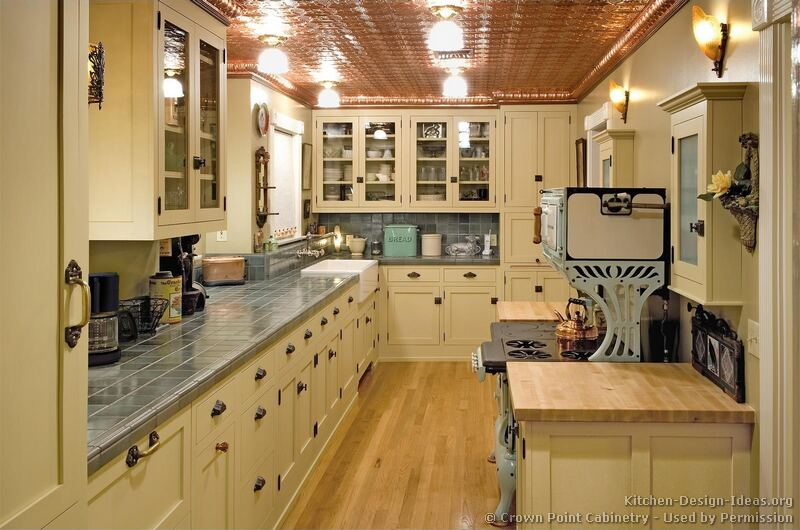 Vintage Kitchen Cabinets Decor Ideas And Photos - Old fashioned kitchen ceiling lights