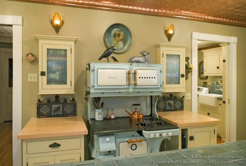 Vintage kitchen cabinets decor ideas and photos for Classic style kitchen ideas