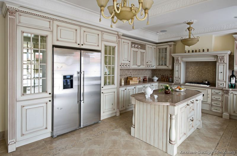 01 traditional antique white kitchen - Luxury White Kitchens