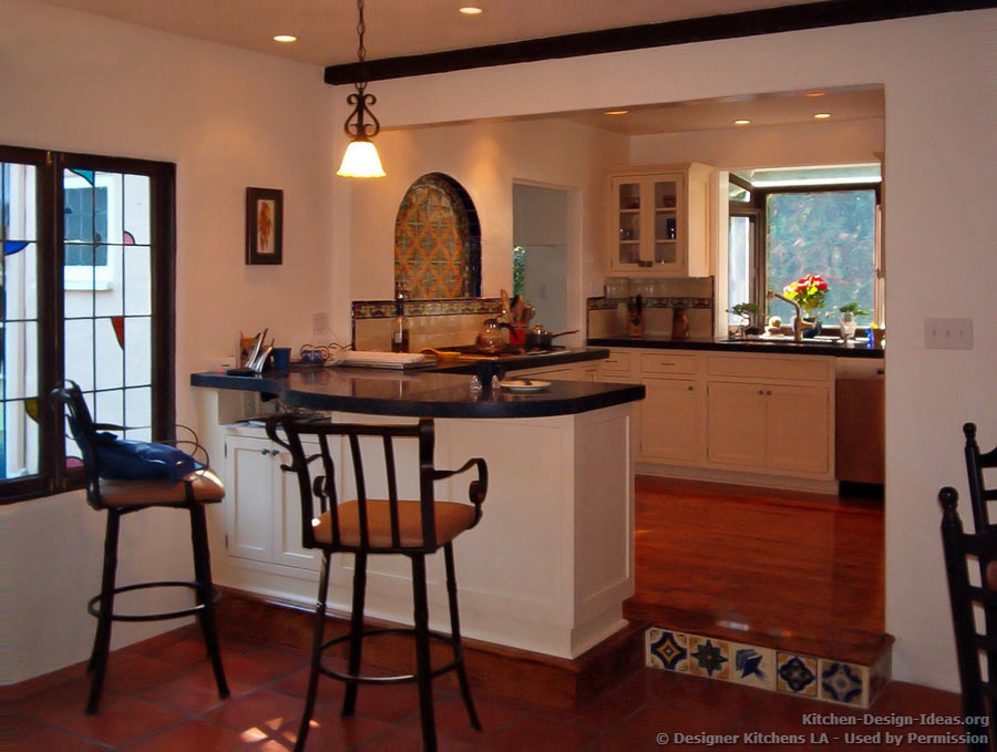 Designer kitchens la pictures of kitchen remodels for Spanish style kitchen backsplash