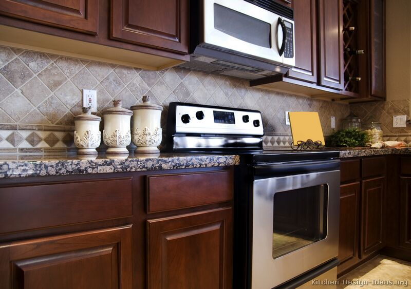 Tile backsplash ideas for cherry wood cabinets home for Cherry wood kitchen cabinets