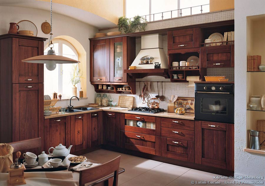 Latini cucine classic modern italian kitchens for Italian kitchen pics
