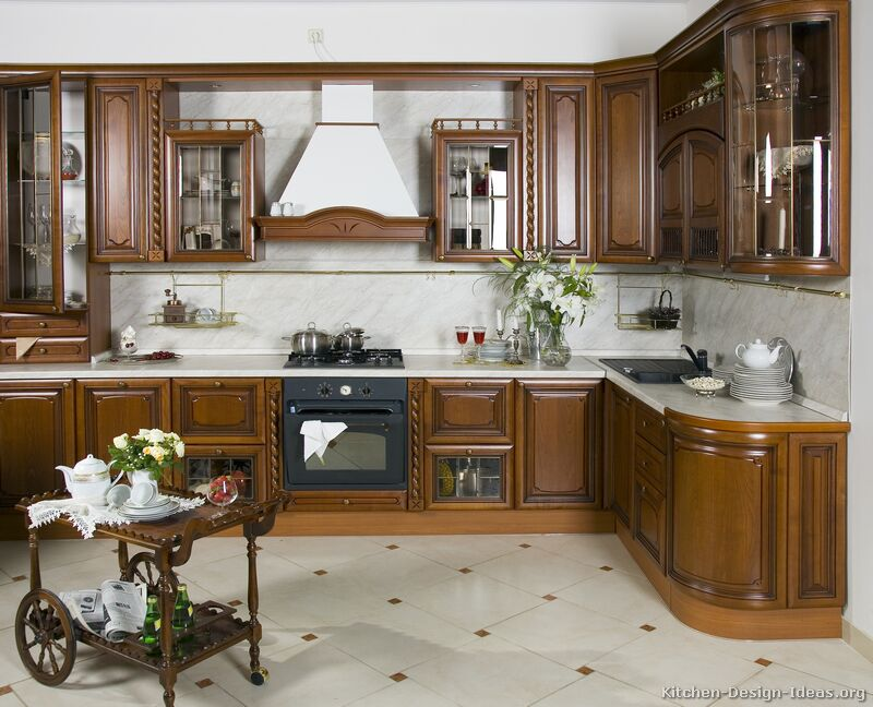 Italian kitchen design traditional style cabinets decor for Oak kitchen ideas designs