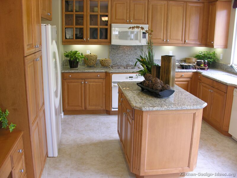 Pictures of kitchens traditional light wood kitchen cabinets page 2 Kitchen design with light oak cabinets