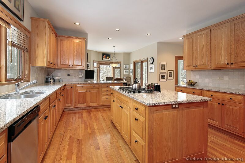traditional light wood kitchen - Oak Kitchen Cabinets Ideas