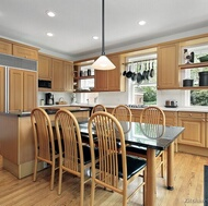 Traditional Light Wood Kitchens