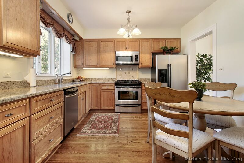 109 Traditional Light Wood Kitchen