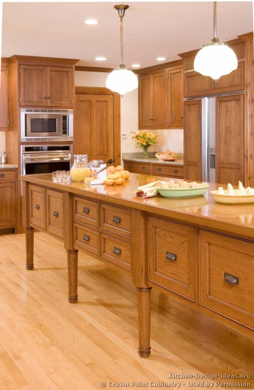 Pictures of kitchens traditional light wood kitchen for Traditional kitchen