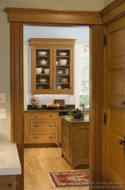Craftsman kitchen design ideas and photo gallery for Craftsman style kitchen flooring