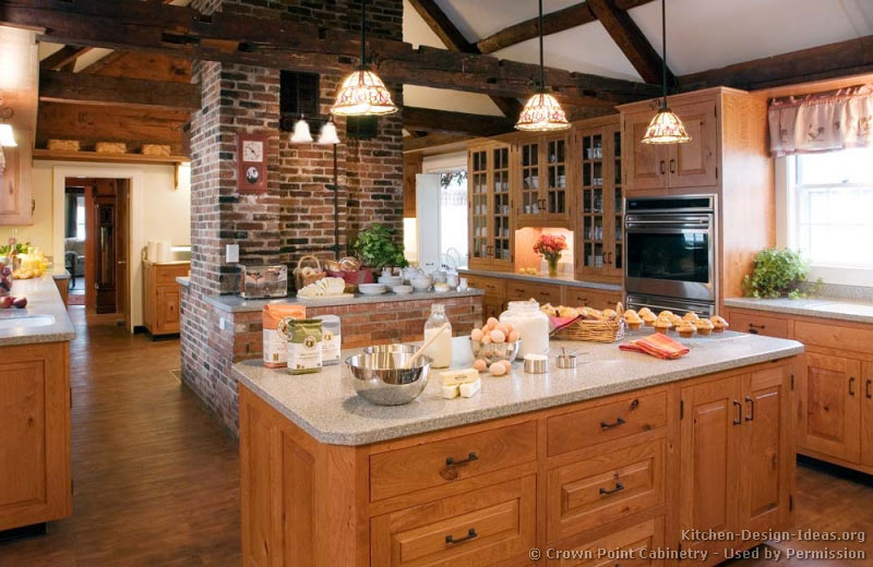 Pictures of kitchens traditional light wood kitchen for Traditional rustic kitchen