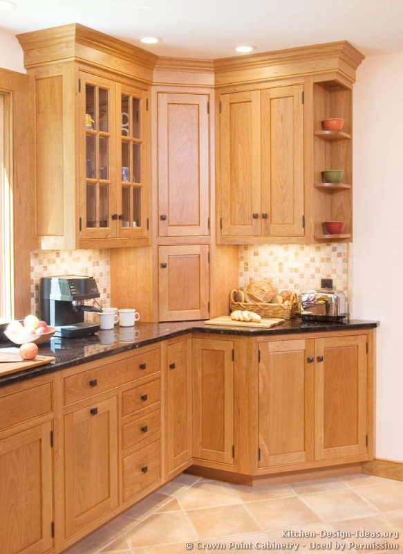 Pictures of kitchens traditional light wood kitchen for Cupboard cabinet designs