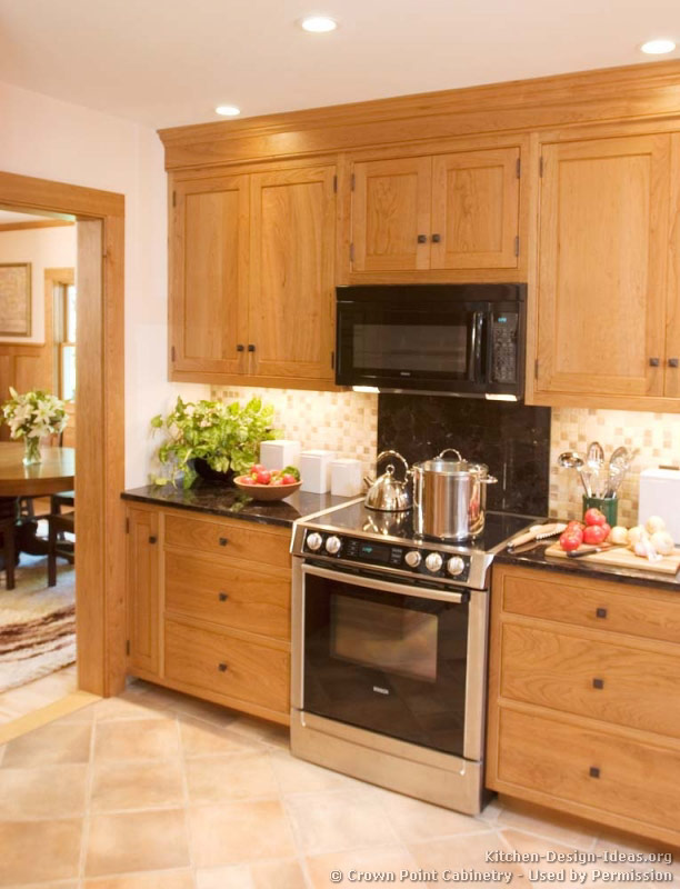 Pictures of kitchens traditional light wood kitchen for What is traditional kitchen
