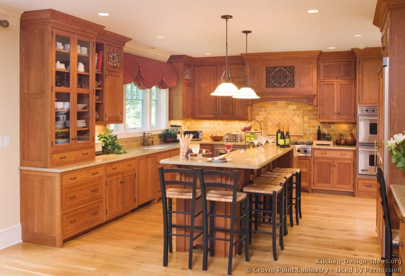 133 More Pictures Traditional Light Wood Kitchen
