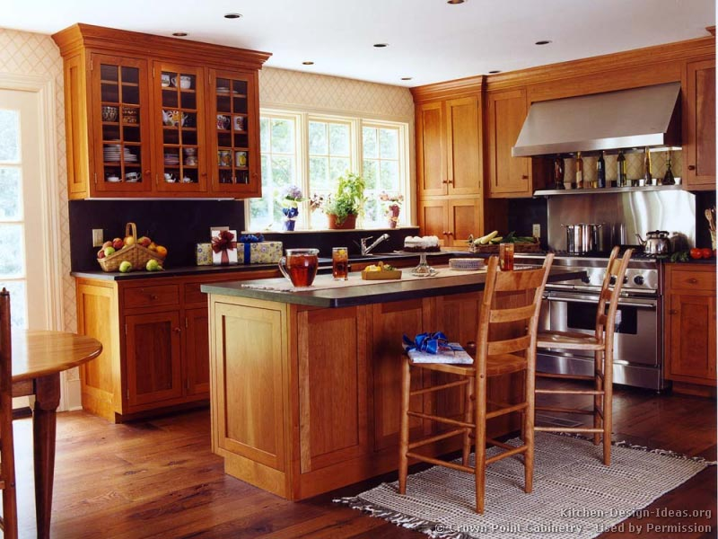 Pictures of kitchens traditional light wood kitchen for Wood flooring kitchen ideas