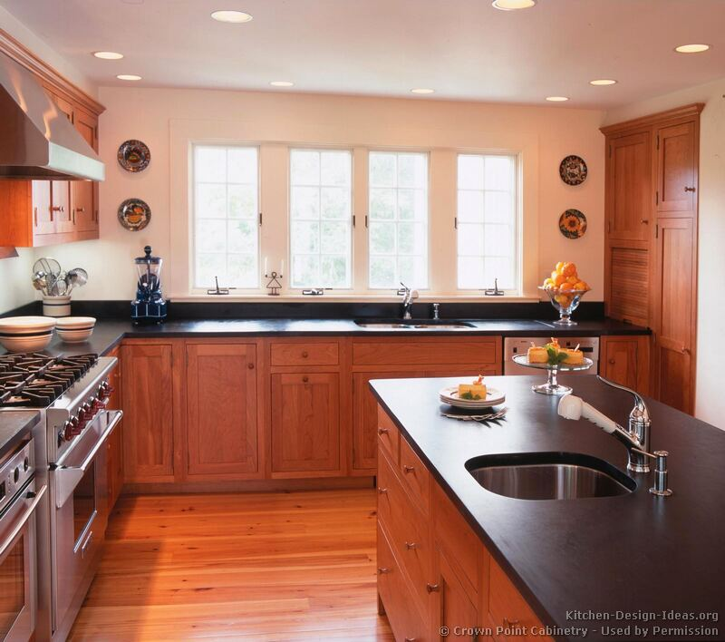 Pictures of kitchens traditional light wood kitchen for Cherrywood kitchen designs