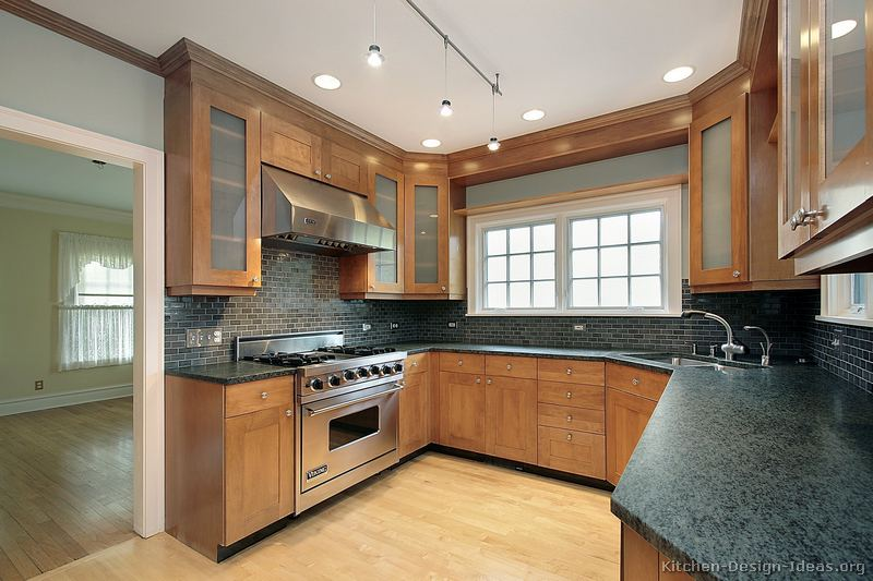 Pictures of kitchens traditional light wood kitchen for Kitchen corner design