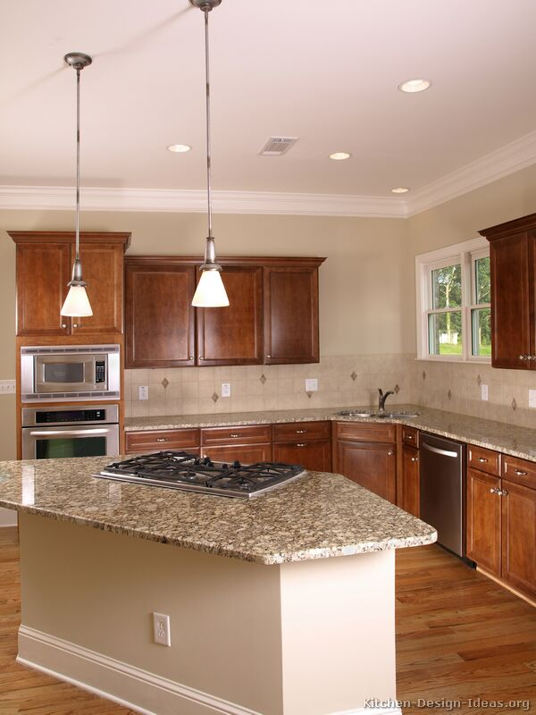 Pictures of kitchens traditional medium wood kitchens - Kitchen design wood cabinets ...