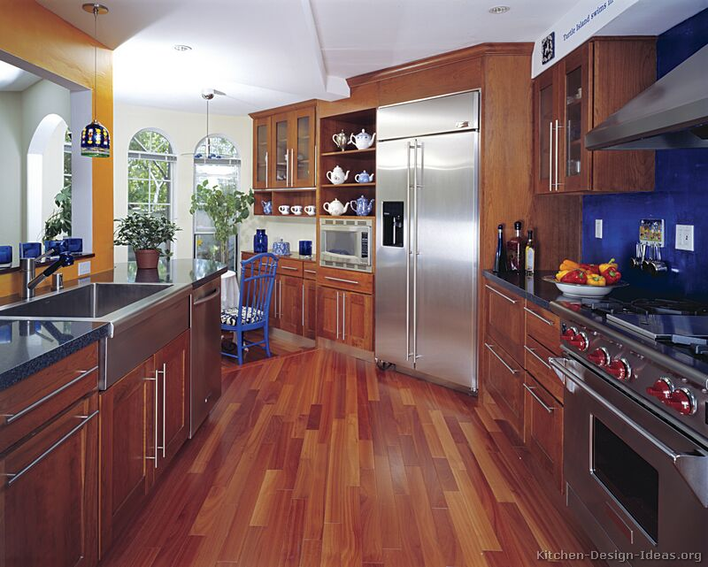 Pictures of Kitchens - Traditional - Medium Wood Kitchens ...
