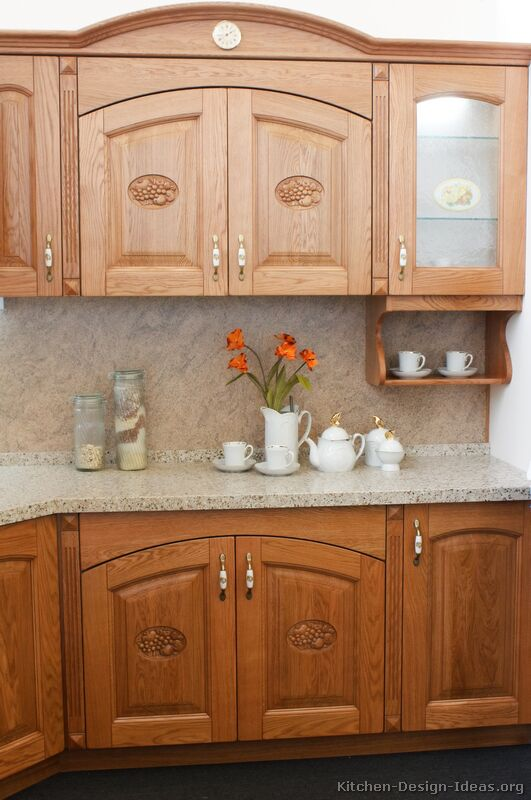 05 [+] More Pictures · Traditional Medium Wood Golden Kitchen