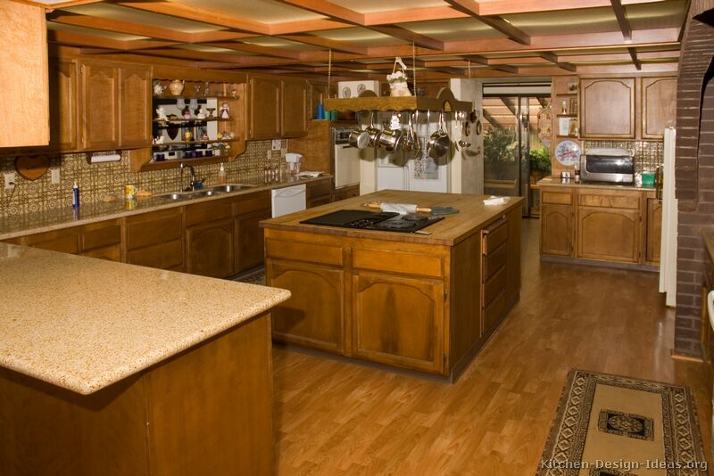 Popular Kitchen Design Island Or Peninsula Ideas. Traditional Medium Wood  (Golden) Kitchen
