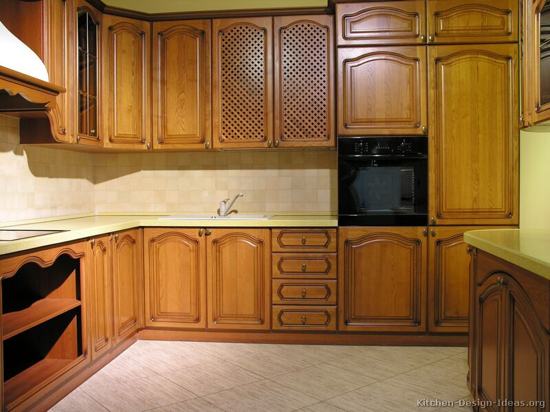 Traditional Medium Wood-Golden Kitchen & Pictures of Kitchens - Traditional - Medium Wood Cabinets Golden Brown
