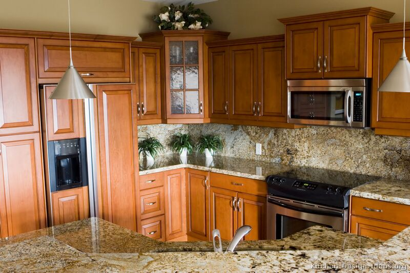 26 traditional medium wood golden kitchen - Golden Oak Kitchen Design Ideas
