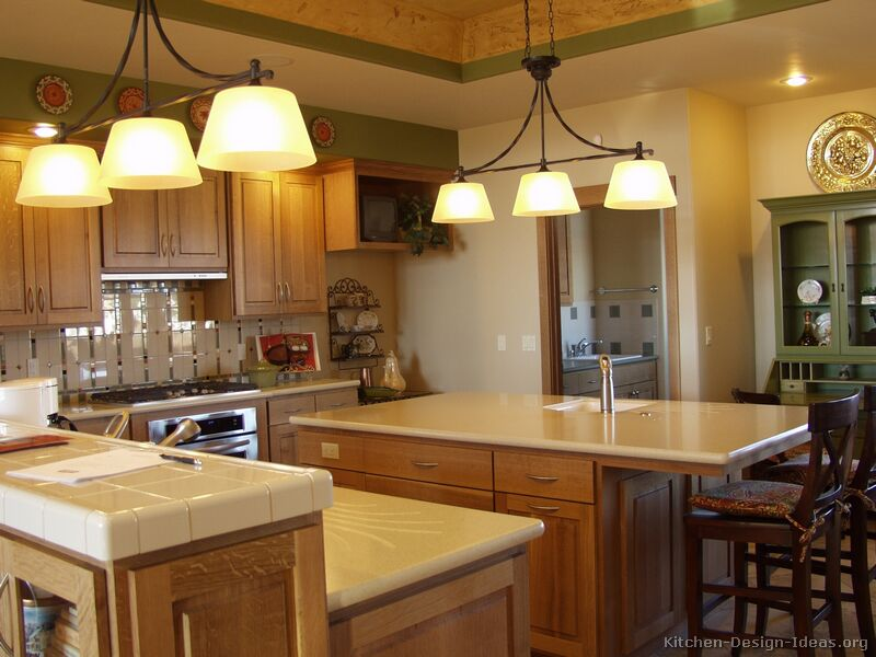 Kitchens with oak cabinets home design and decor reviews for Classic kitchen paint colors