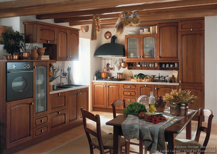Italian Country Kitchen by Latini Cucine