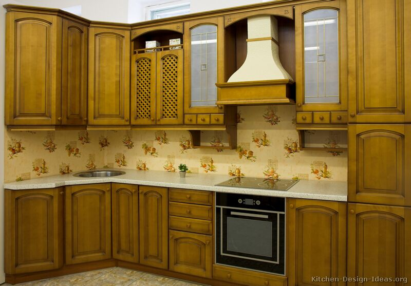 of Kitchens  Traditional  Medium Wood, Olive Color (Kitchen #4