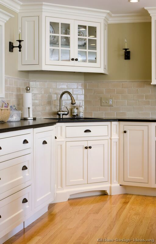 Early american kitchens pictures and design themes for White kitchen cabinets black hardware