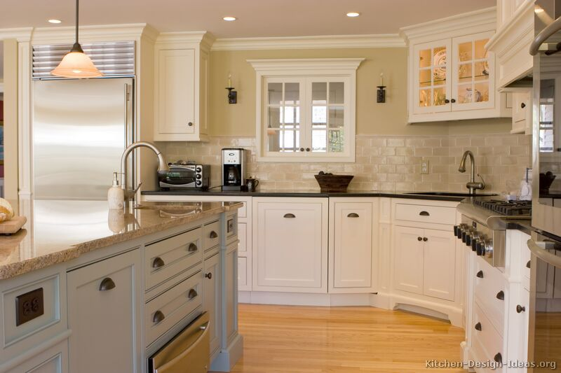 Early american kitchens pictures and design themes for Traditional kitchen cabinet ideas