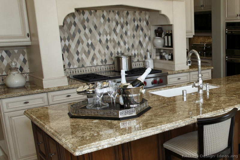 Gourmet Kitchen - Granite & Backsplash
