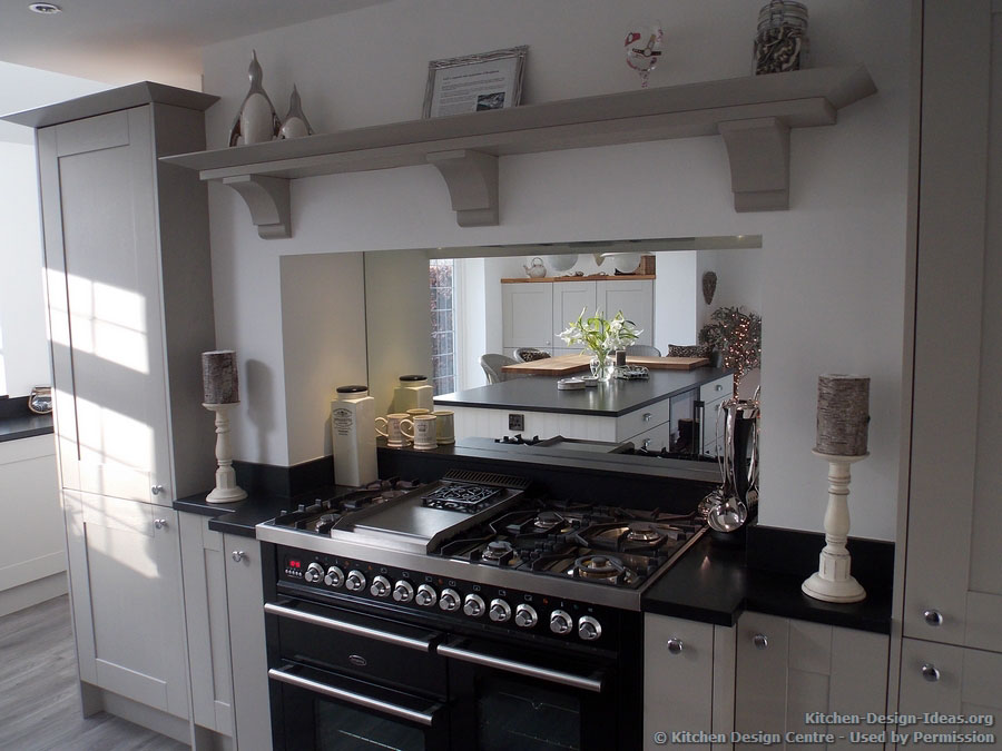 Britannia Cooker with a Mirror Backsplash