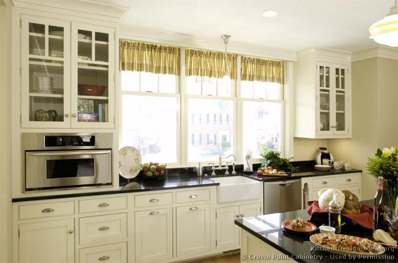 Cottage kitchens cottages and kitchen designs on pinterest for Bungalow style kitchen cabinets