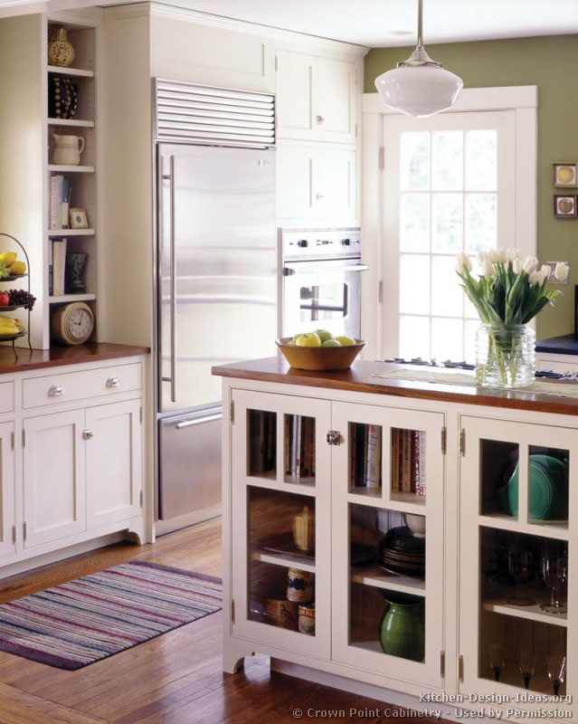 02, Traditional White Kitchen