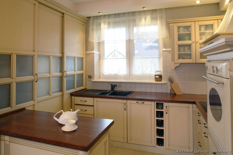 Pictures of kitchens traditional whitewashed cabinets for Kitchen tradition